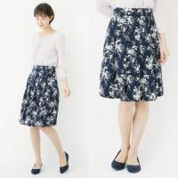 a819ced55c フェミニンな雰囲気たっぷりの、繊細な花柄プリントで仕上げたスカート。落ち着いた色使いで仕上げているので、甘くなり過ぎず大人っぽく着こなせます。